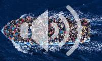 EventPH 2015.9.18 HundredsofrefugeesandmigrantsaboardafishingboatarepicturedmomentsbeforebeingrescuebytheItalianNavy UNHCR
