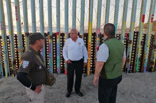 INM officials at the Mexico-US border