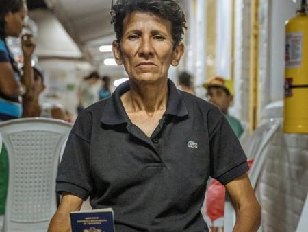 IOm_Colombia_Passport_Woman_smaller