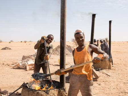 Migrants and local community members at a brick-making training in Niger