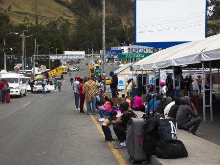 Venezuelan migrants and refugees at the border between Colombia and Ecuador