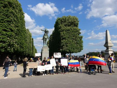 Anti-Maduro protestors gather in Paris in April 2017 at the statue of Simon Bolivar.