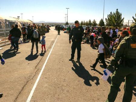 Border Patrol agents and child migrants